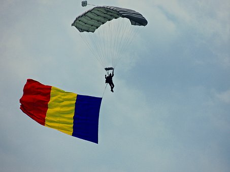 parachute-jumper-1747840__340