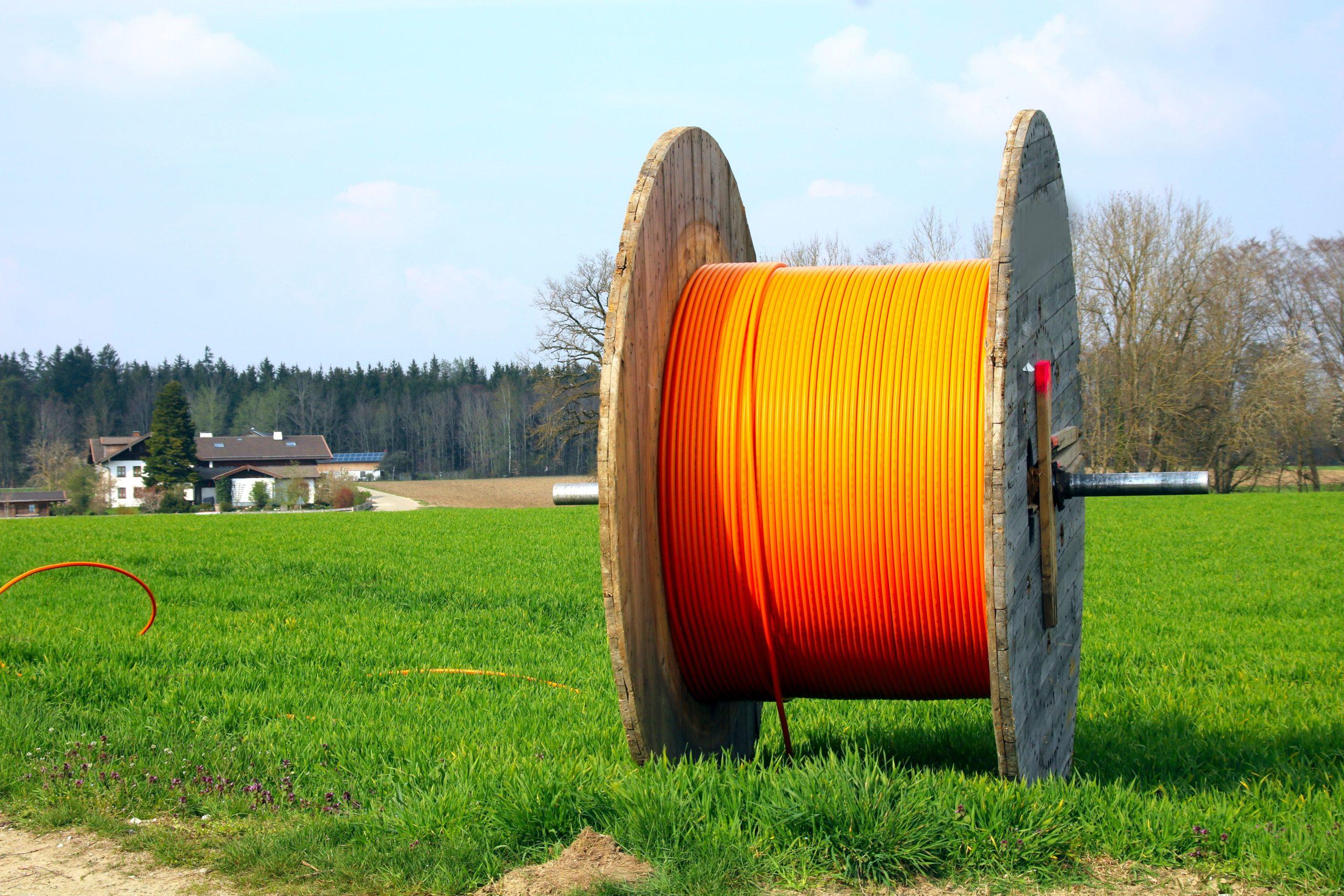 schnelles internet auf dem land - kabelrolle